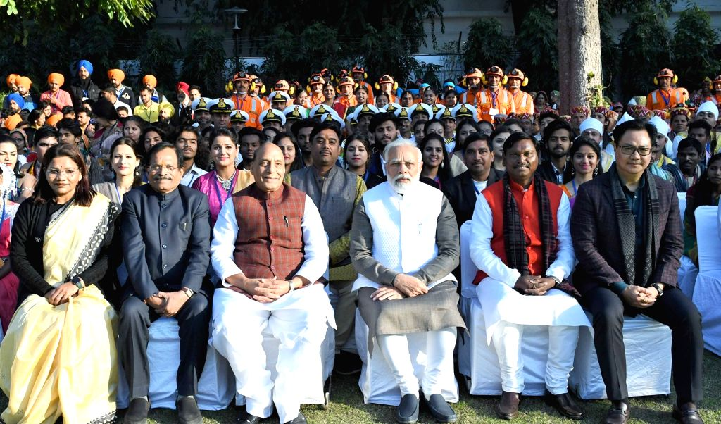 Prime Minister Narendra Modi and Union Ministers Renuka Singh, Sripad Yesso Naik, Rajnath Singh, Jual Oram and Kiren Rijiju in a group photograph with Tribal Guests and NSS Volunteers who ... - Narendra Modi, Ministers Renuka Singh, Sripad Yesso Naik, Rajnath Singh, Jual Oram and Kiren Rijiju