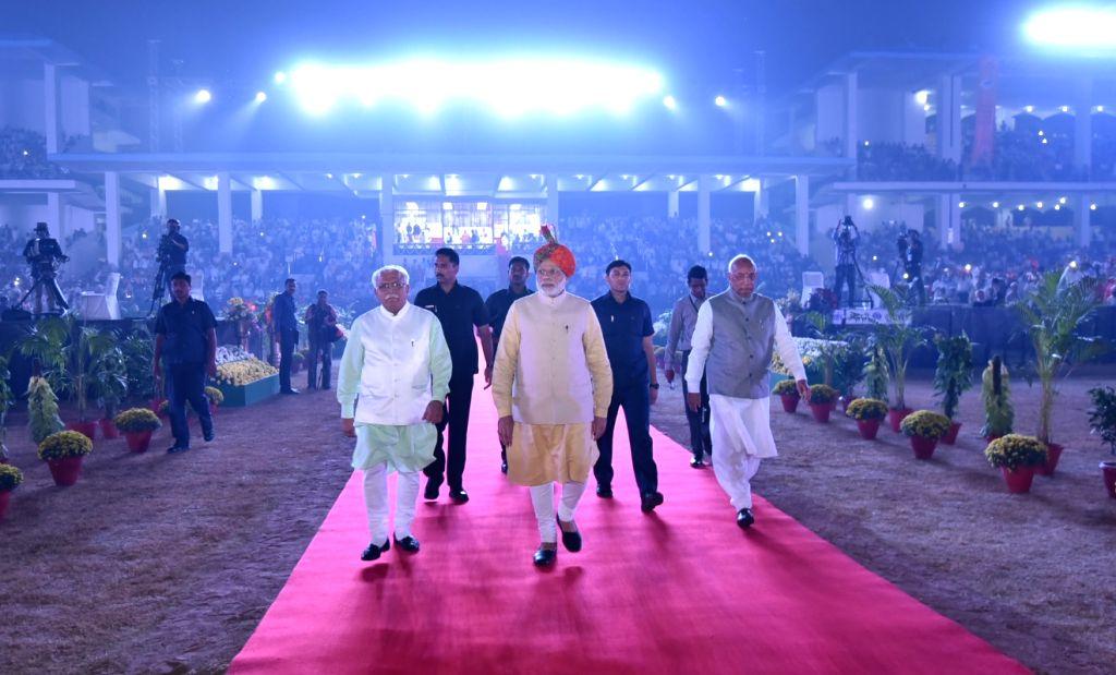 Prime Minister Narendra Modi arrives at Haryana Swarna Jayanti celebrations in Gurugram on Nov 01, 2016. Also Haryana Governor Prof. Kaptan Singh Solanki and Chief Minister Manohar Lal ... - Narendra Modi, Kaptan Singh Solanki and Manohar Lal Khattar