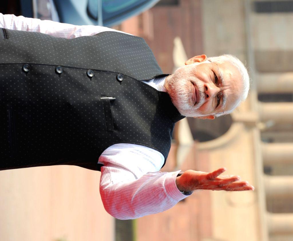 Prime Minister Narendra Modi, at the Ceremonial Reception organised for New Zealand Prime Minister John Key at Rashtrapati Bhavan, in New Delhi on Oct 26, 2016. - Narendra Modi
