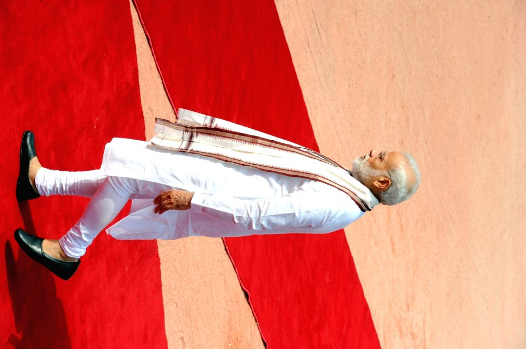 Prime Minister Narendra Modi at the ceremonial reception of Palestine President Mahmoud Abbas at Rashtrapati Bhavan in New Delhi on May 16, 2017. - Narendra Modi