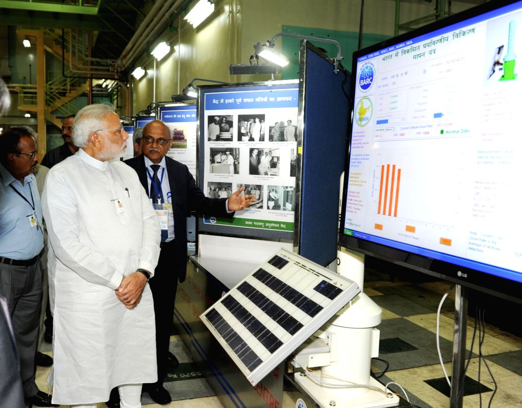 Prime Minister Narendra Modi being briefed by DAE and Chairman of AEC Dr. R.K Sinha during his visit to Bhabha Atomic Research Centre (BARC) in Mumbai on July 21, 2014. - Narendra Modi and K Sinha