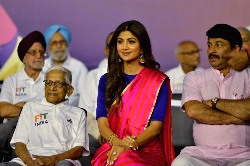 Prime Minister Narendra Modi being greeted by Union MoS Youth Affairs and Sports and Minority Affairs Kiren Rijiju, Delhi BJP President Manoj Tiwari and actress Shilpa Shetty Kundra at the ... - Narendra Modi and Shilpa Shetty Kundra