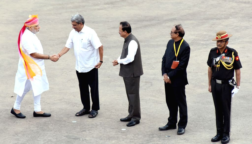 Prime Minister Narendra Modi being received by the Union Minister for Defence, Manohar Parrikar and the Minister of State for Defence Subhash Ramrao Bhamre, on his arrival at Red Fort, on ... - Narendra Modi and G. Mohan Kumar