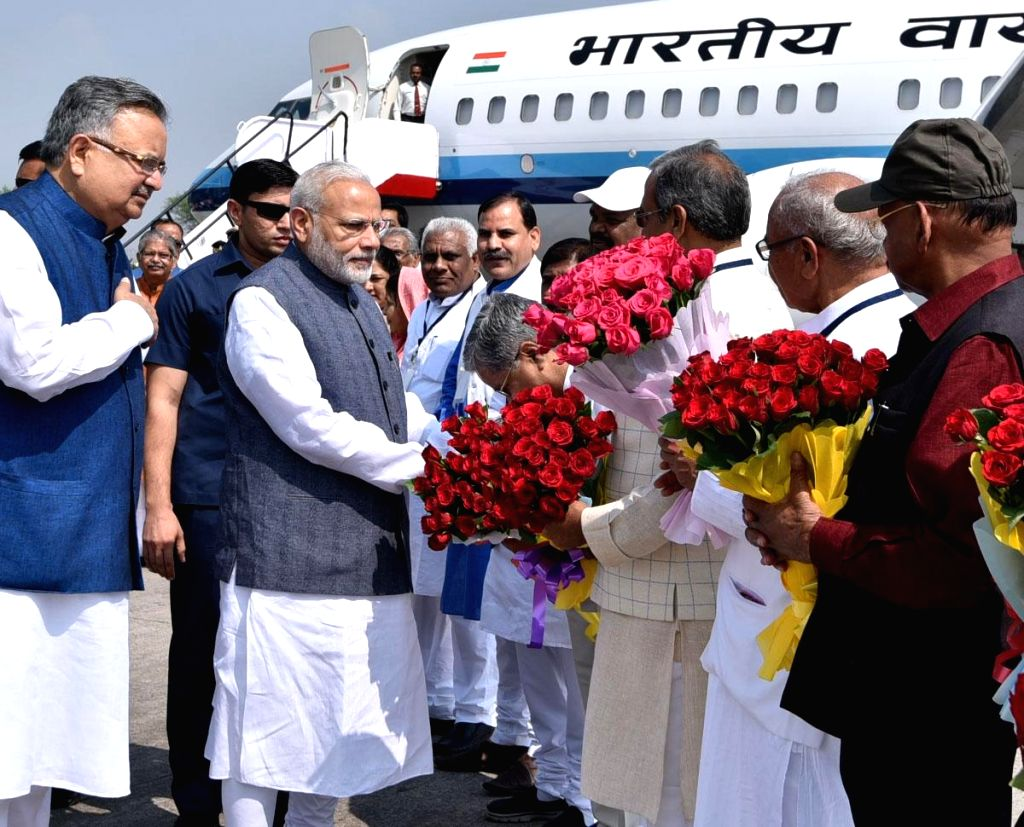 Prime Minister Narendra Modi being received by Chhattisgarh Chief Minister Dr. Raman Singh on his arrival in Raipur on Nov 1, 2016. - Narendra Modi and Raman Singh