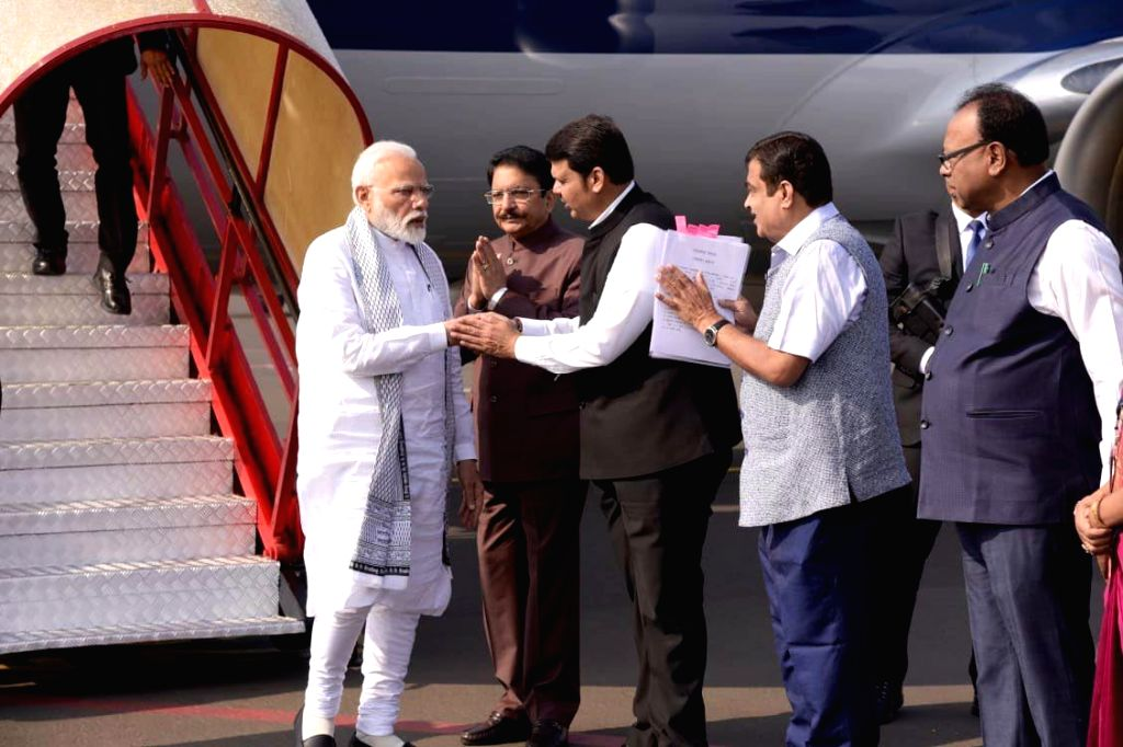 Prime Minister Narendra Modi being received by the Governor of Maharashtra C. Vidyasagar Rao and the Chief Minister of Maharashtra Devendra Fadnavis, on his arrival, at Nagpur, Maharashtra on ... - Narendra Modi and C. Vidyasagar Rao