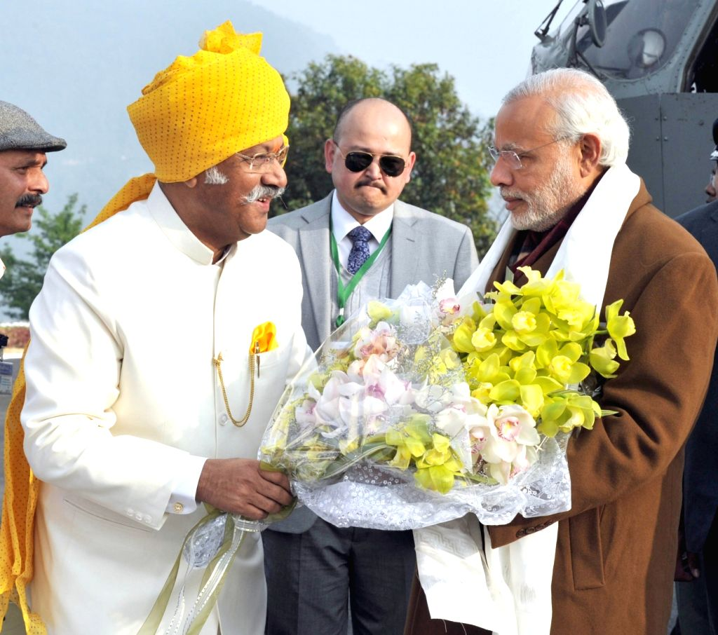 Prime Minister Narendra Modi being welcomed by the Sikkim Governor Shriniwas Dadasaheb Patil on his arrival, in Gangtok, on Jan 18, 2016. - Narendra Modi and Shriniwas Dadasaheb Patil