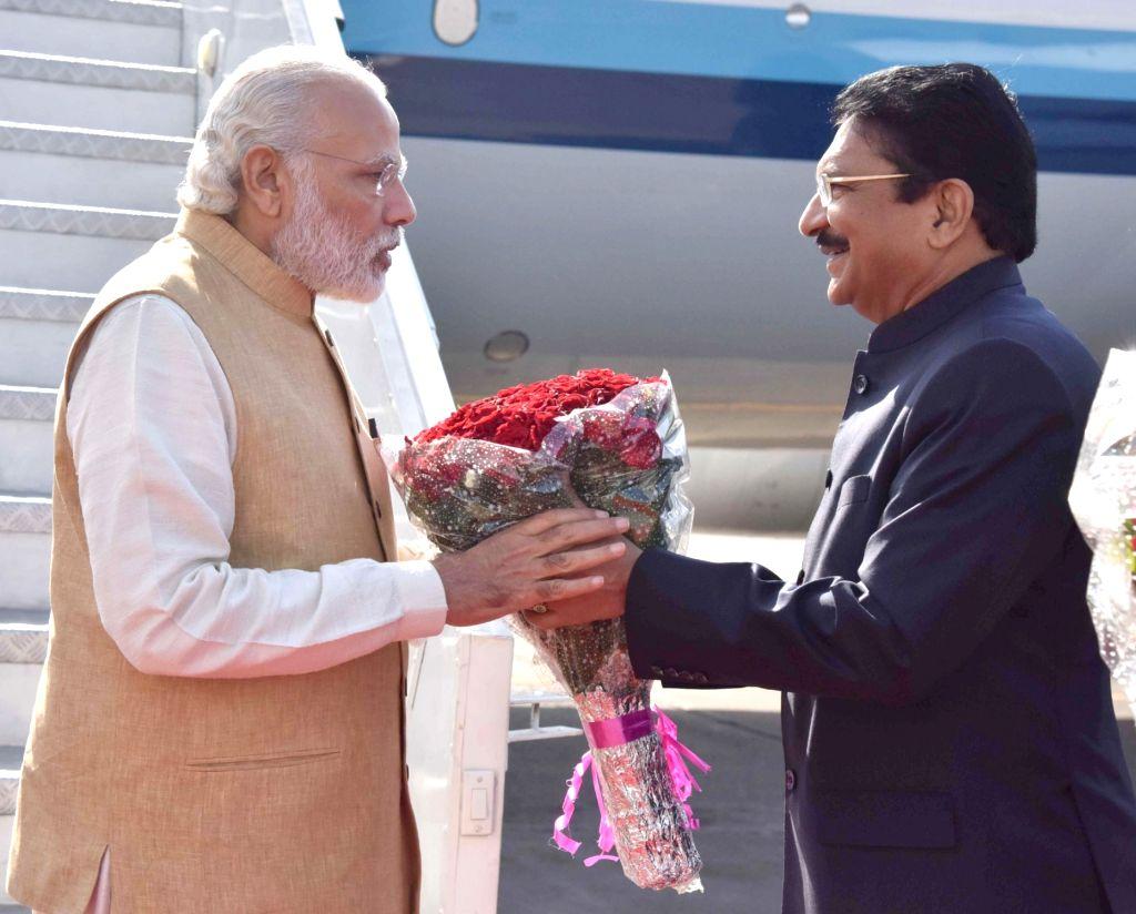Prime Minister Narendra Modi being welcomed by the Governor of Maharashtra, C. Vidyasagar Rao, on his arrival in Mumbai on April 14, 2016. - Narendra Modi and C. Vidyasagar Rao