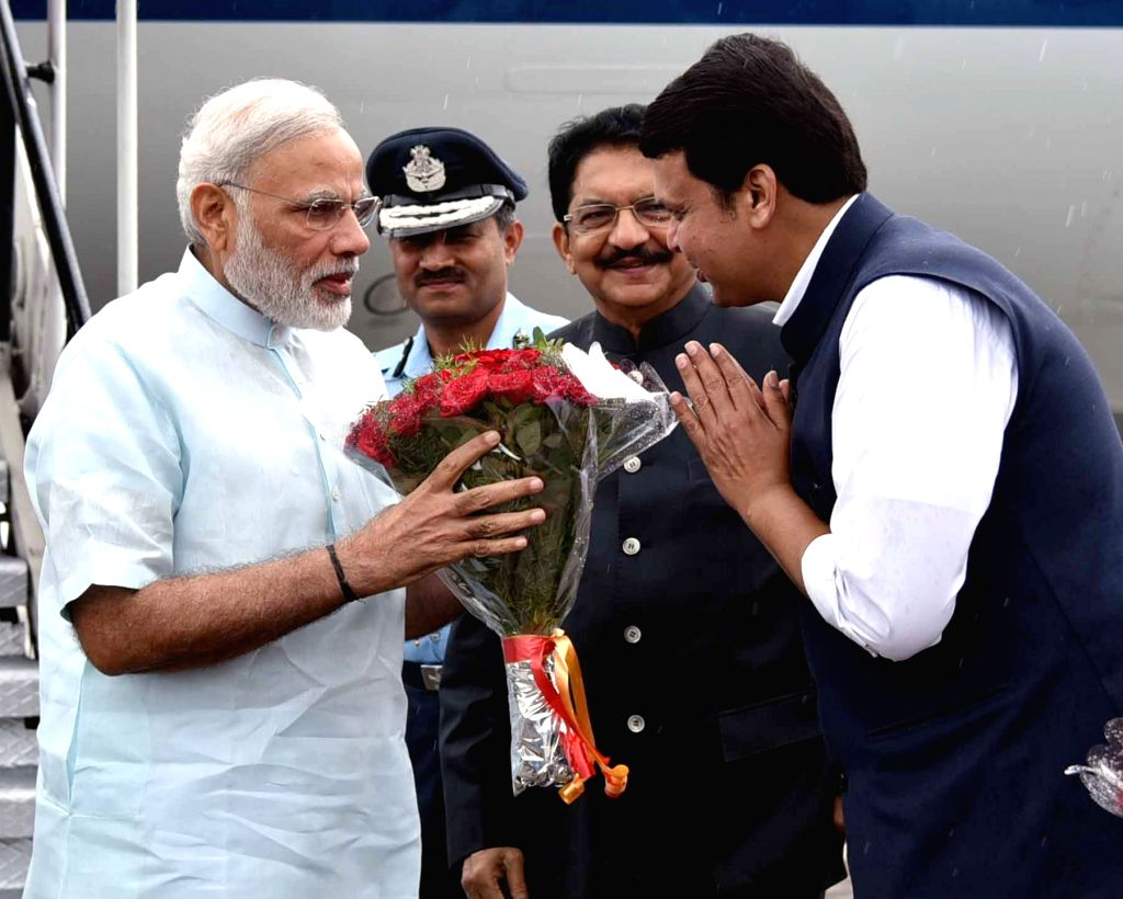 Prime Minister Narendra Modi being welcomed by the Maharashtra Governor C Vidyasagar Rao and the Chief Minister Devendra Fadnavis, on his arrival, in Pune on June 25, 2016. - Narendra Modi and C Vidyasagar Rao