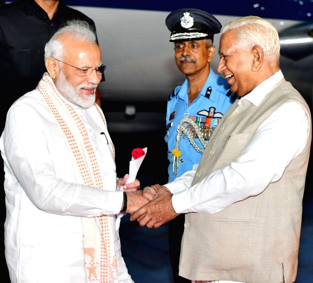 Prime Minister Narendra Modi being welcomed by Karnataka Governor Vajubhai R Vala, in Bengaluru on Sep 6, 2019. - Narendra Modi