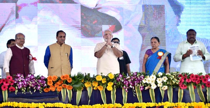 Prime Minister Narendra Modi being welcomed on stage, at Limkheda, in Gujarat  on Sept 17, 2016. - Narendra Modi