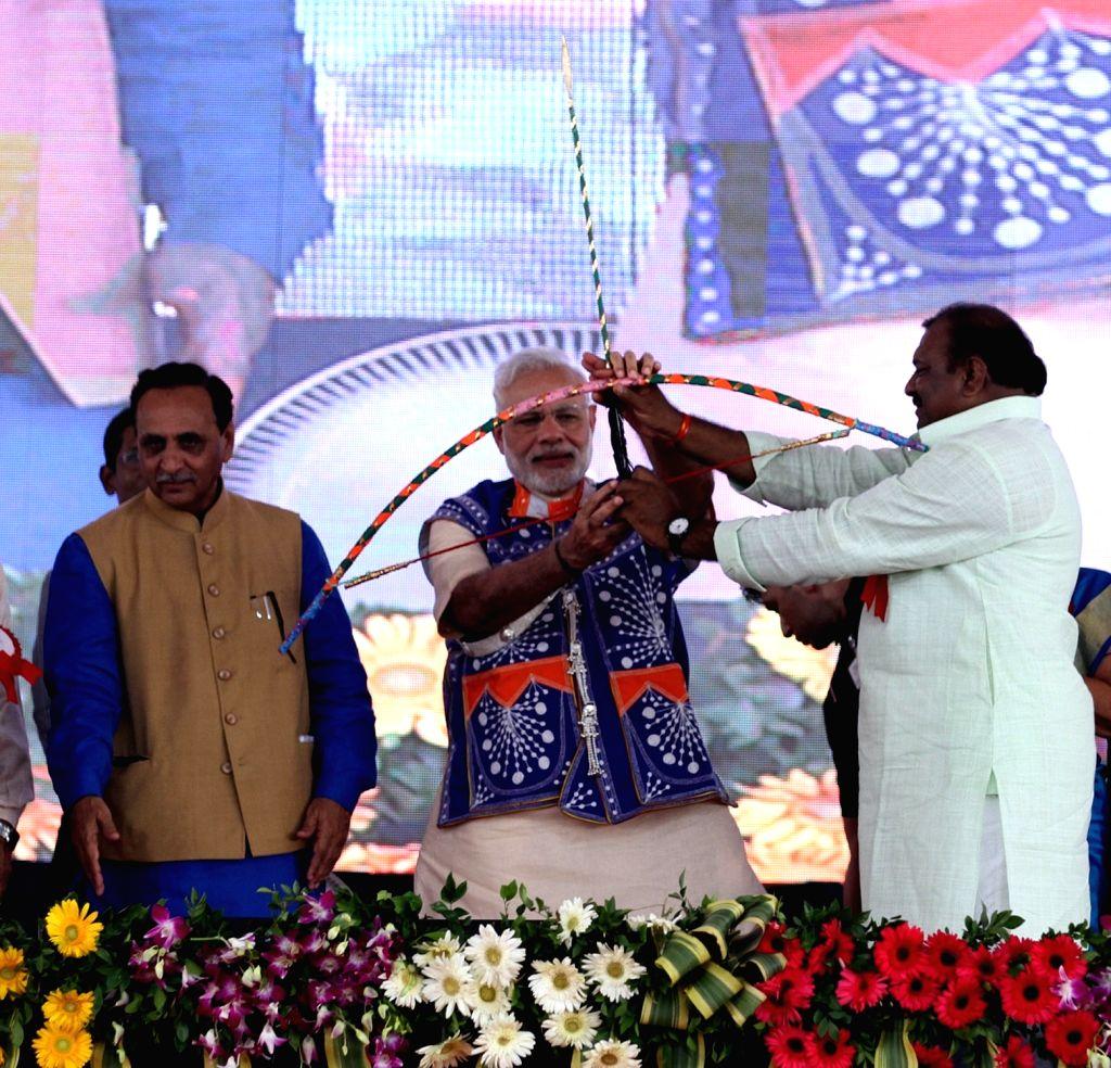 Prime Minister Narendra Modi being welcomed on stage at Limkheda in Gujarat on Sept17, 2016. Also seen Gujarat Chief Minister Vijay Rupani on Sept 17, 2016. - Narendra Modi