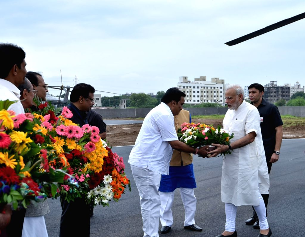 Prime Minister Narendra Modi being welcomed on his arrival at Navsari, Gujarat on Sept 17, 2016. - Narendra Modi