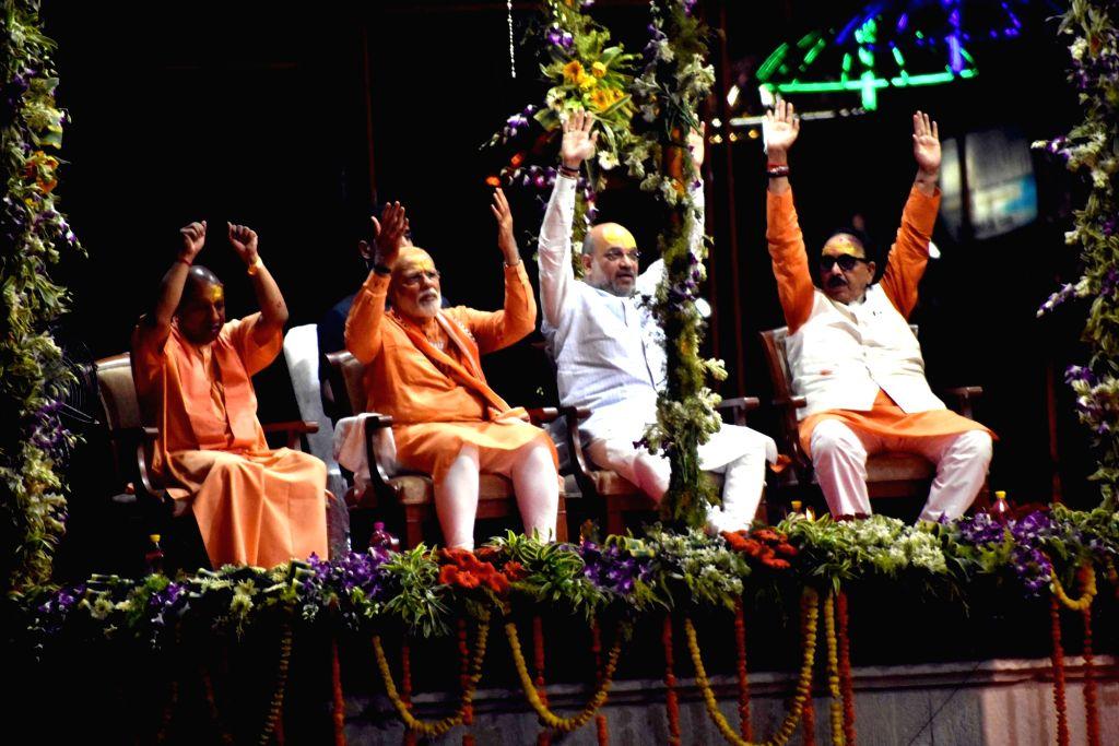 Prime Minister Narendra Modi, BJP chief Amit Shah, Uttar Pradesh Chief Minister Yogi Adityanath and Uttar Pradesh BJP President Mahendra Nath Pandey during 'Ganga aarti' at Dashashwamedh ... - Narendra Modi, Amit Shah and Mahendra Nath Pandey