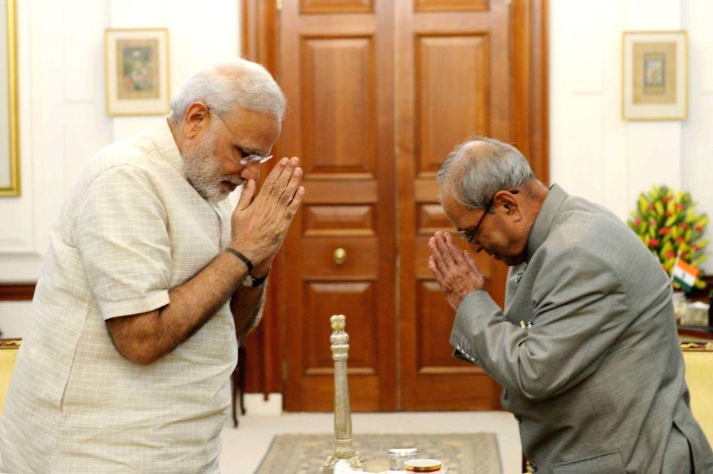 Prime Minister Narendra Modi calls on President Pranab Mukherjee at Rashtrapati Bhavan in New Delhi on Sept 19, 2016. - Narendra Modi and Pranab Mukherjee