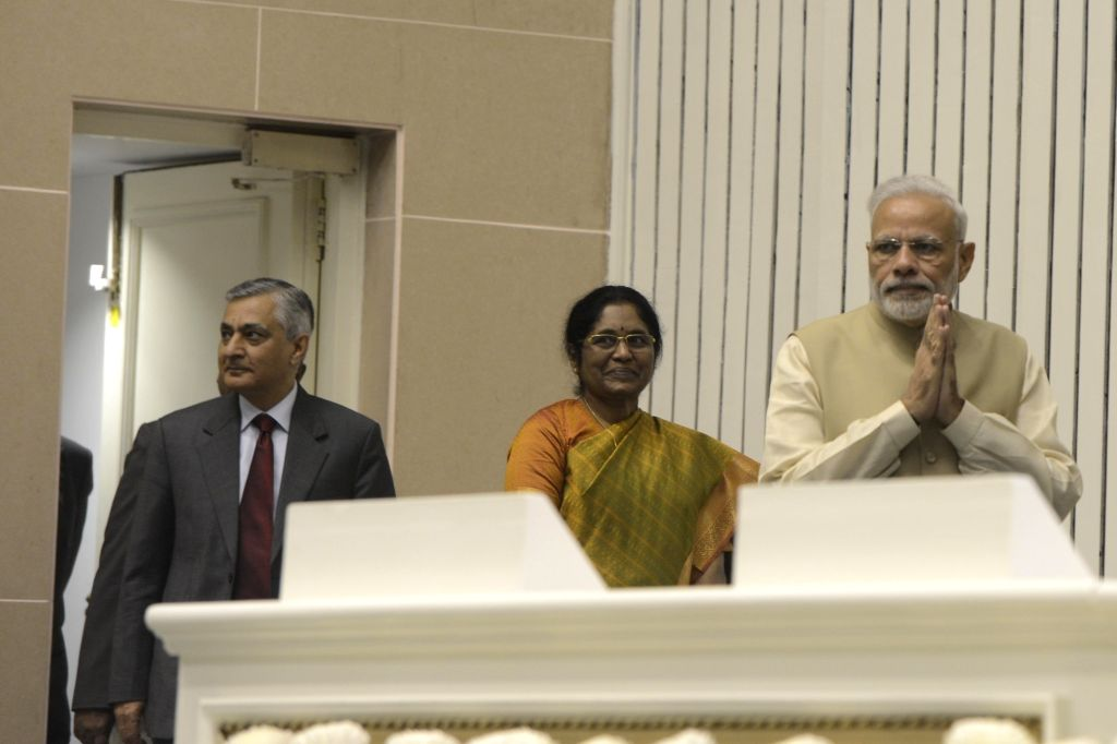 Prime Minister Narendra Modi, Chief Justice of India Justice TS Thakur and Delhi High Court Chief Justice G Rohini at the 50th anniversary function of establishment of the Delhi High ... - Narendra Modi