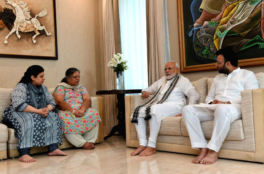 Prime Minister Narendra Modi consoles family members of the former Union Minister Arun Jaitley, at his residence, in New Delhi on August 27, 2019. - Narendra Modi and Arun Jaitley