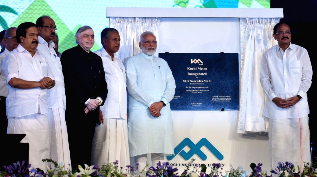 Prime Minister Narendra Modi dedicates the Kochi Metro to the Nation, in Kerala on June 17, 2017. The Governor of Kerala, Justice (Retd.) P. Sathasivam, the Union Minister for Urban ... - Narendra Modi and M. Venkaiah Naidu