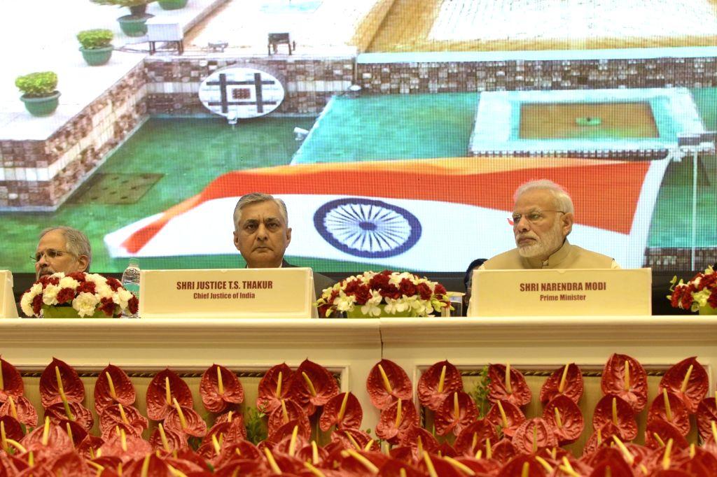 Prime Minister Narendra Modi, Delhi Lt. Governor Najeeb Jung and Chief Justice of India Justice TS Thakur at the 50th anniversary function of establishment of the Delhi High Court, in New ... - Narendra Modi