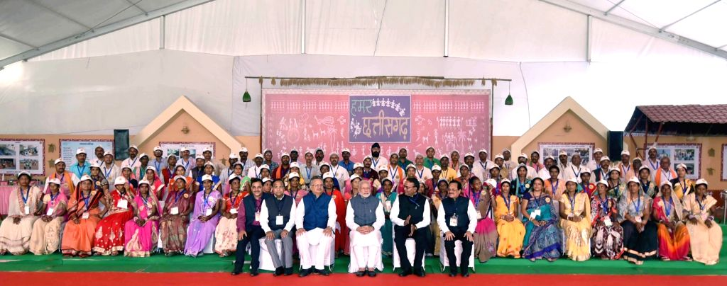 Prime Minister Narendra Modi during Hammar Chhattisgarh Yojana in Naya Raipur on Nov 1, 2016. Also seen Chhattisgarh Chief Minister Dr. Raman Singh. - Narendra Modi and Raman Singh