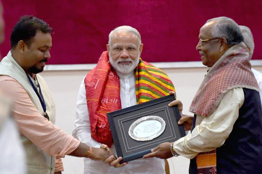 Prime Minister Narendra Modi felicitates the descendants of historical Paika Rebellion martyrs, who undertook an armed rebellion against the British rulers in Odisha in 1817; at Raj ... - Narendra Modi