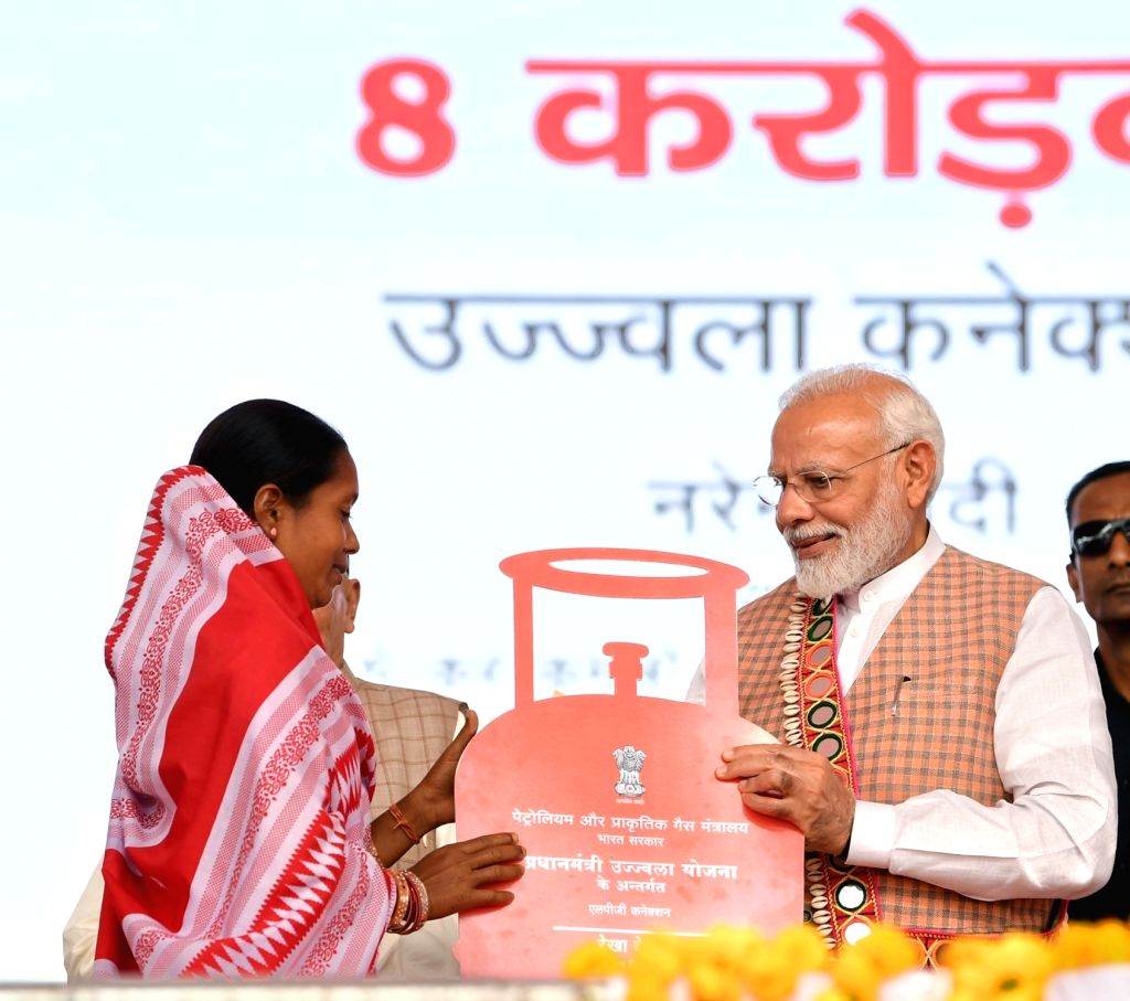 Prime Minister Narendra Modi felicitates the beneficiaries of Pradhan Mantri Ujjwala Yojana during a state-level 'Mahila Saksham Melava' or Empowered Women's Meet of Self Help Groups ... - Narendra Modi