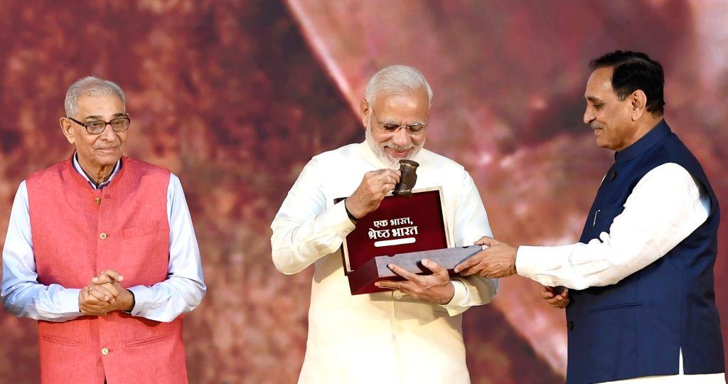 Prime Minister Narendra Modi, Gujarat Governor O. P. Kohli and Chief Minister Vijay Rupani at the inauguration of 'Statue of Unity' on the occasion of Rashtriya Ekta Diwas - birth ... - Narendra Modi, O. P. Kohli and Sardar Vallabhbhai Patel