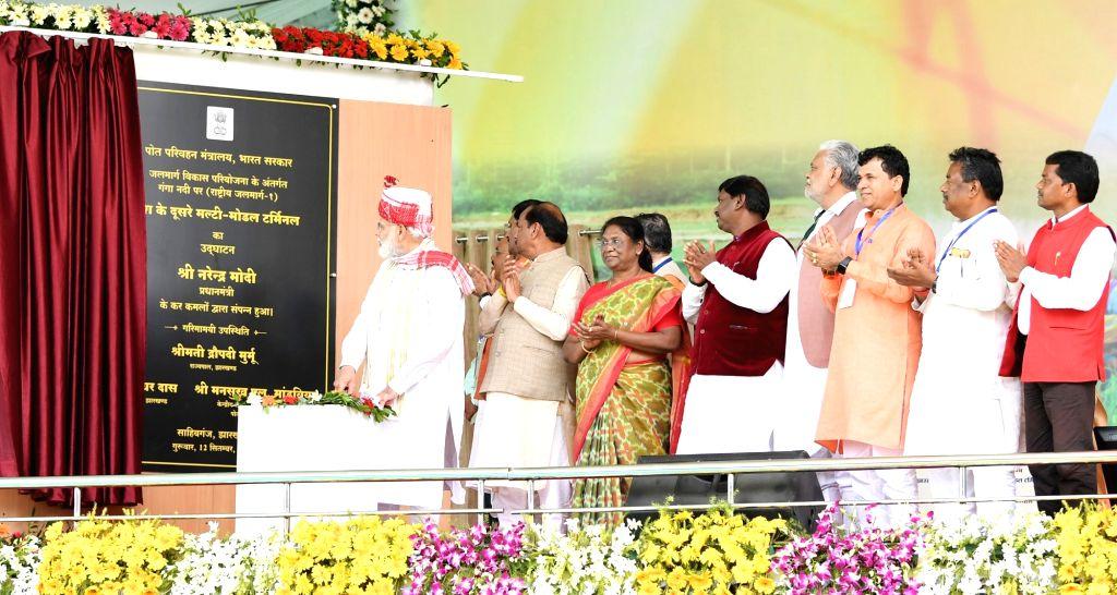 Prime Minister Narendra Modi inaugurates the Multi-Modal Terminal at Prabhat Tara Ground in Sahibganj, Jharkhand on Sep 12, 2019. Also seen Jharkhand Governor Draupadi Murmu, Chief ... - Narendra Modi and Affairs Arjun Munda