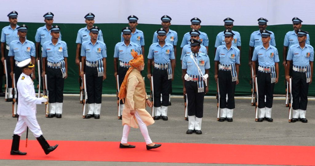 Prime Minister Narendra Modi inspects the Guard of Honor on the occasion of 69th Independence Day from the ramparts of Red Fort, in Delhi on August 15, 2015. - Narendra Modi