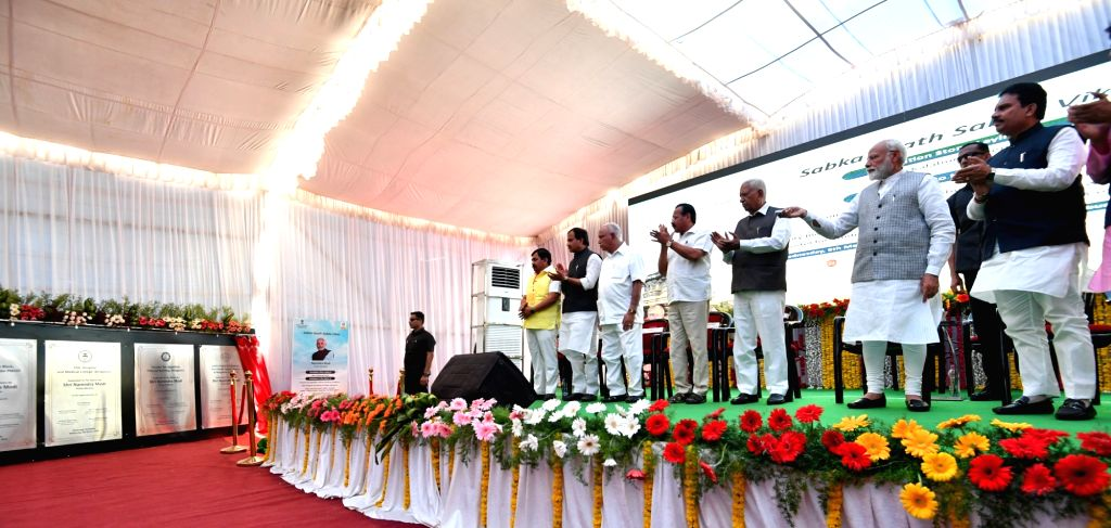 Prime Minister Narendra Modi, Karnataka Governor Vajubhai Vala and Union Minister D.V. Sadananda Gowda, unveil the plaque to inaugurate various development projects, in Karnataka's ... - Narendra Modi