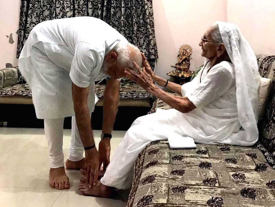 Prime Minister Narendra Modi meets his mother Heeraben Modi at her residence in Gandhinagar on May 26, 2019. - Narendra Modi and Heeraben Modi