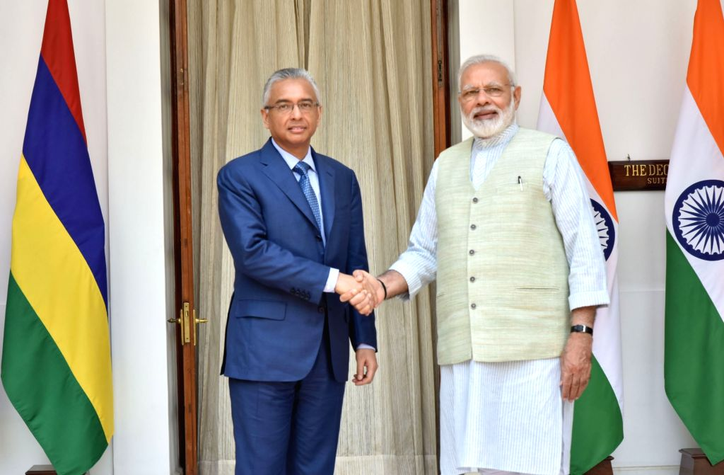 Prime Minister Narendra Modi meets Mauritius Prime Minister Pravind Kumar Jugnauth at Hyderabad House in New Delhi on May 27, 2017. - Narendra Modi and Pravind Kumar Jugnauth