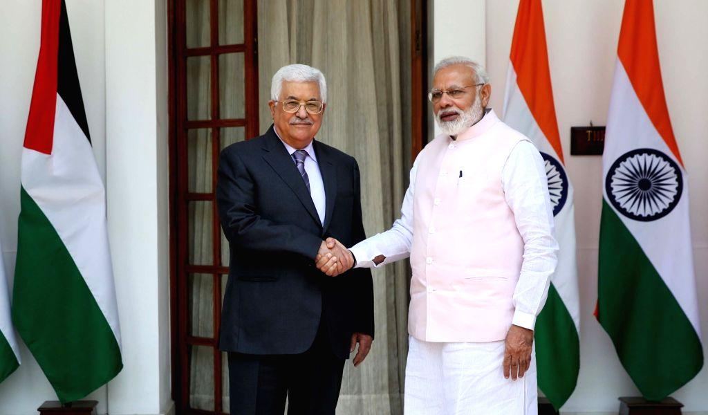 Prime Minister Narendra Modi meets Palestinian President Mahmoud Abbas, at Hyderabad House, in New Delhi on May 16, 2017. - Narendra Modi