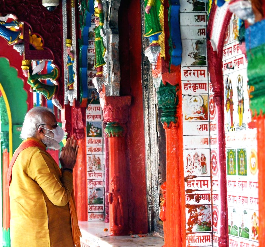 Prime Minister Narendra Modi offers prayers at Hanumangarhi, the largest temple in Ayodhya ahead of the bhumi pujan ceremony of the Ram Temple, on Aug 5, 2020. - Narendra Modi