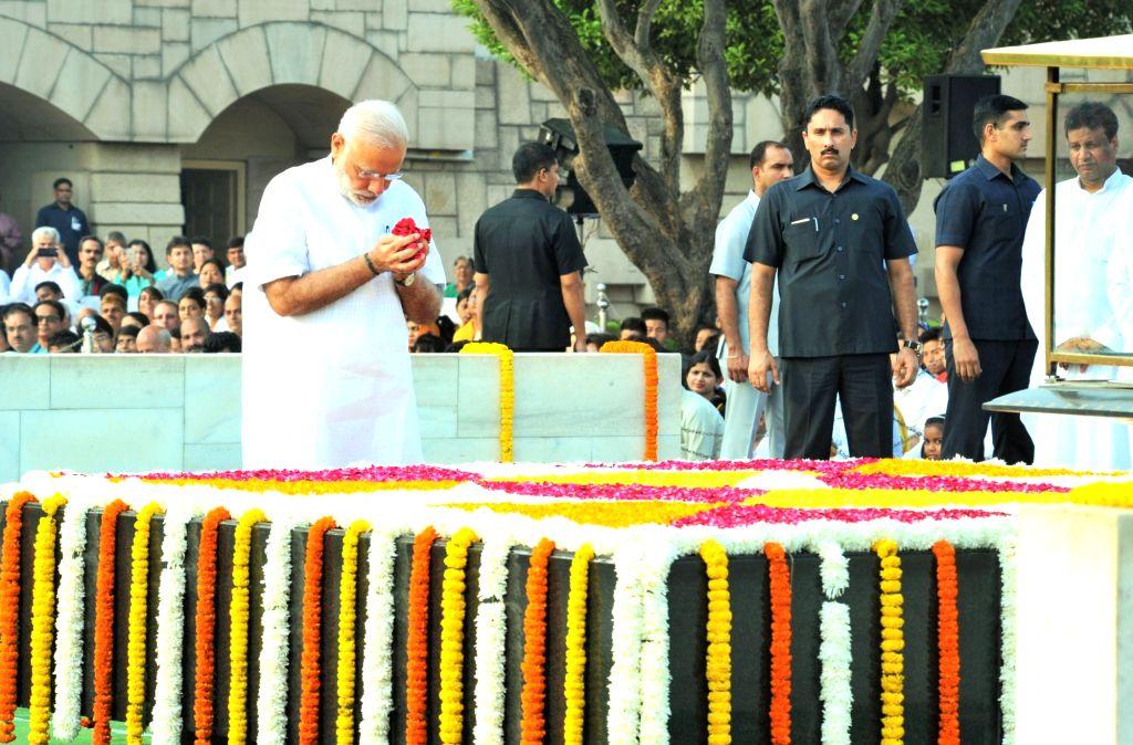 Prime Minister Narendra Modi paying floral tributes at the Samadhi of Mahatma Gandhi on his 147th birth anniversary, at Rajghat, in Delhi on October 02, 2016. - Narendra Modi