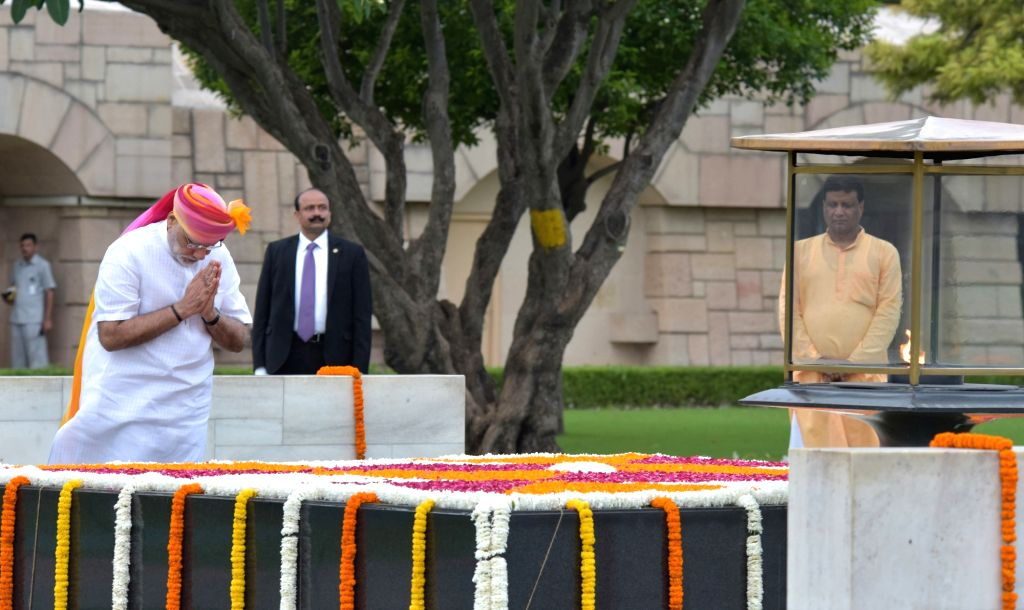Prime Minister Narendra Modi paying homage at the Samadhi of Mahatma Gandhi, at Rajghat, on the occasion of 70th Independence Day, in Delhi on Aug 15, 2016. - Narendra Modi