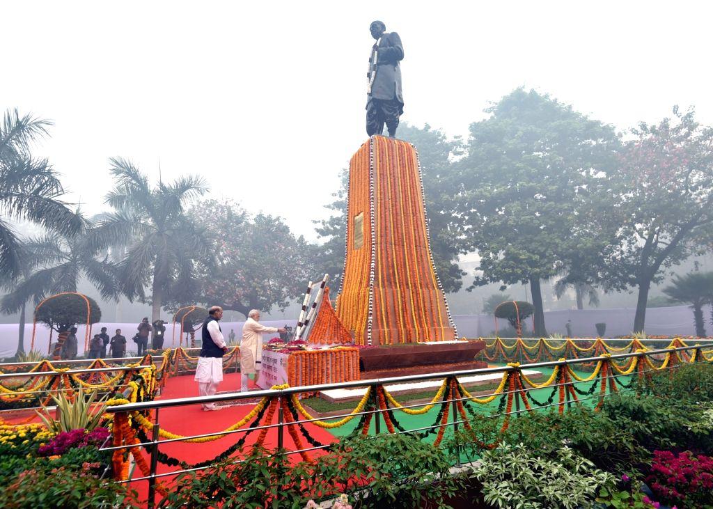 Prime Minister Narendra Modi pays floral tribute to Sardar Vallabhbhai Patel on Rashtriya Ekta Diwas, at Patel Chowk, in New Delhi on Oct 31, 2016. The Union Home Minister Rajnath Singh is ... - Narendra Modi, Sardar Vallabhbhai Patel and Rajnath Singh