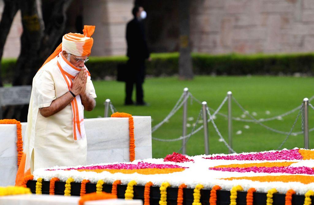 Prime Minister Narendra Modi pays tributes at the Samadhi of Mahatma Gandhi at Rajghat on 74th Independence Day, in New Delhi on Aug 15, 2020. - Narendra Modi