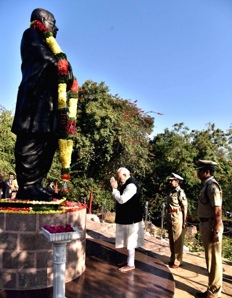 Prime Minister Narendra Modi pays tributes to Sardar Patel in Hyderabad on Nov 26, 2016. - Narendra Modi and Sardar Patel