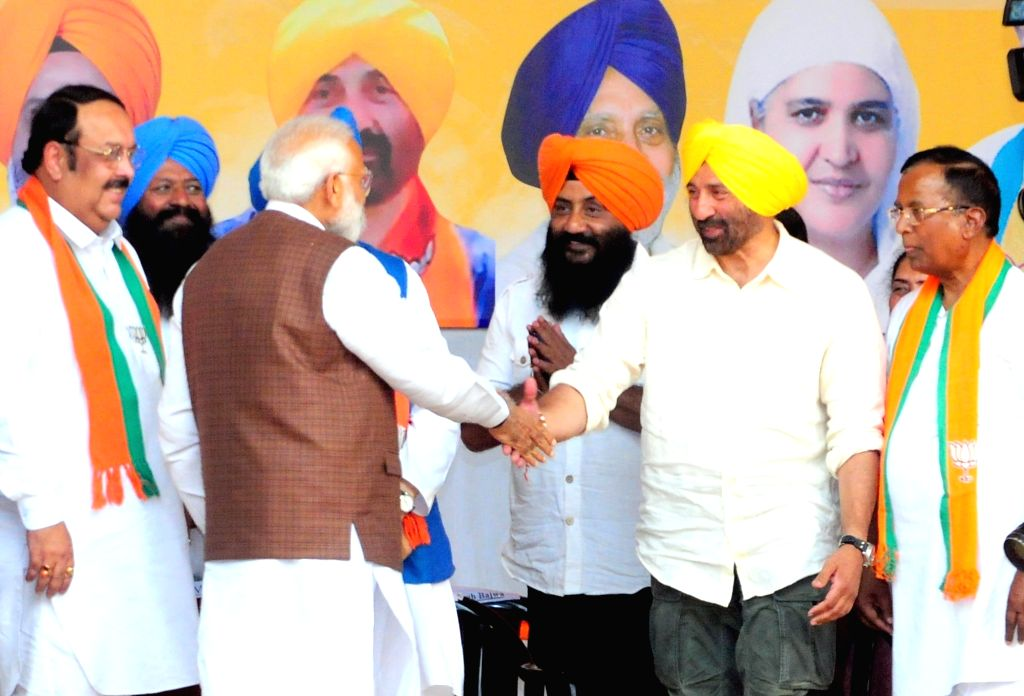 Prime Minister Narendra Modi, Punjab BJP chief Shwet Malik and the party's Lok Sabha candidate from Gurdaspur Sunny Deol during a public rally ahead of 2019 Lok Sabha elections, in ... - Narendra Modi and Malik