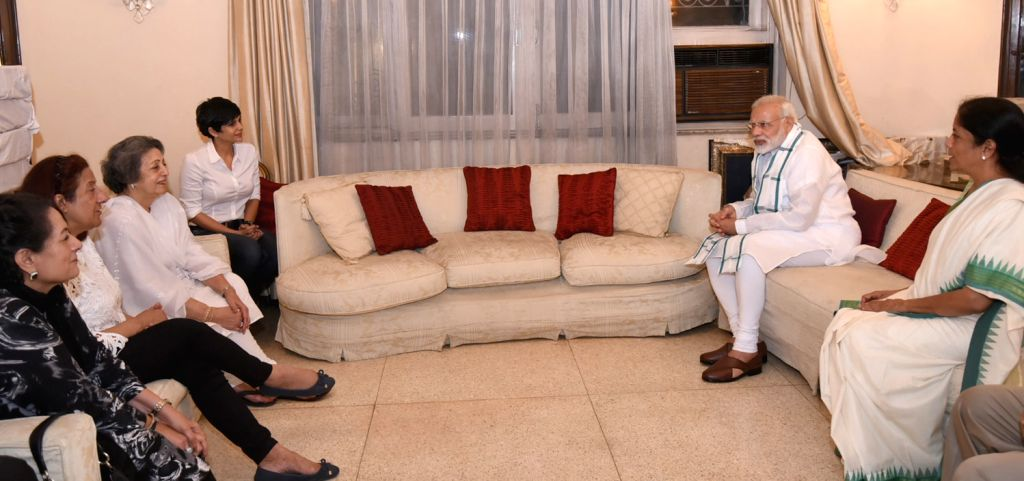 Prime Minister Narendra Modi talks to the family members of Marshal of the Air Force Arjan Singh and expresses his condolences, in New Delhi on Sept 17, 2017. Also seen Union Defence ... - Narendra Modi, Force Arjan Singh and Mandira Bedi