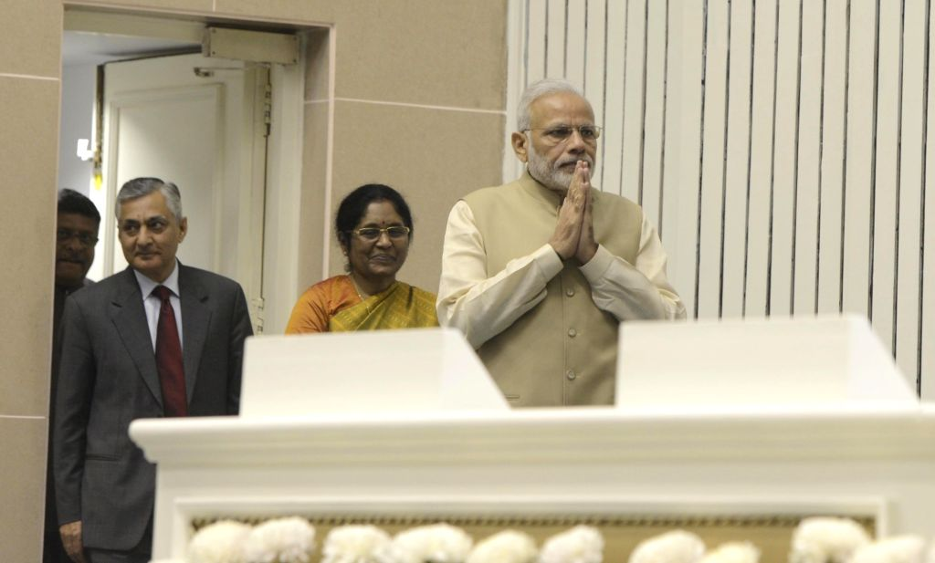 Prime Minister Narendra Modi, Union Minister for Electronics & Information Technology and Law & Justice Ravi Shankar Prasad, Chief Justice of India Justice TS Thakur and Delhi High ... - Narendra Modi