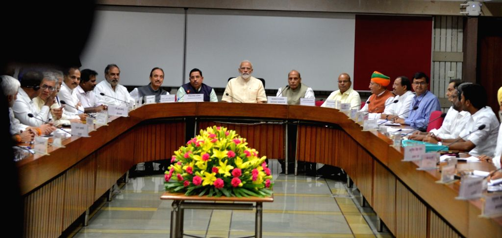 Prime Minister Narendra Modi, Union Ministers Rajnath Singh, Arjun Ram Meghwal and Thawar Chand Gehlot along with Congress leaders Ghulam Nabi Azad, Anand Sharma and others during the all ... - Narendra Modi, Ministers Rajnath Singh, Arjun Ram Meghwal, Thawar Chand Gehlot and Anand Sharma
