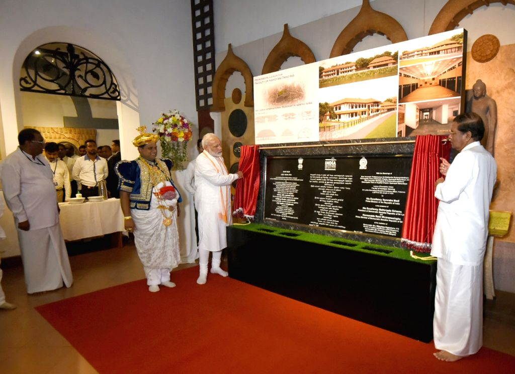 Prime Minister Narendra Modi unveils the plaque for Faculty of Kandyan Dancing, in Kandy, Sri Lanka on May 12, 2017. - Narendra Modi