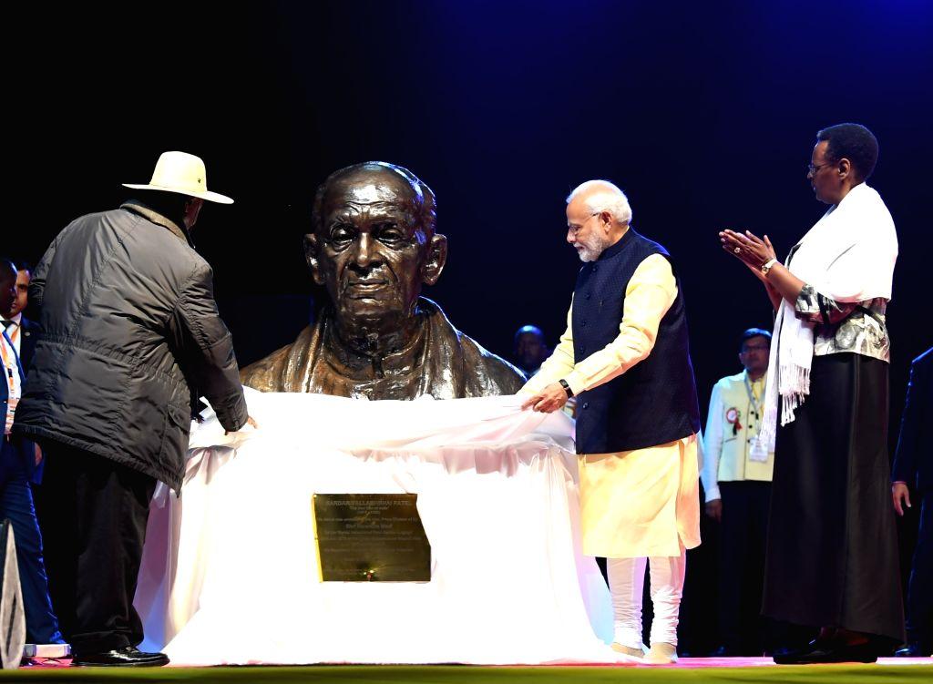 Prime Minister Narendra Modi unveils the statue of Sardar Vallabh Bhai Patel at the Indian community event in Kampala, Uganda on July 24, 2018. - Narendra Modi
