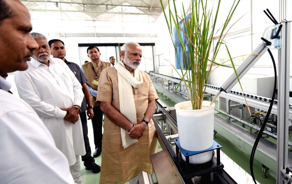 Prime Minister Narendra Modi visits Nanaji Deshmukh Plant Phenomics Centre on the birth centenary celebrations of Nanaji Deshmukh at Indian Agricultural Research Institute (IARI) in New ... - Narendra Modi and Nanaji Deshmukh