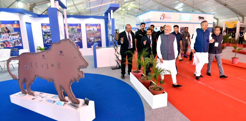Prime Minister Narendra Modi visits the Make in India Theme Exhibition in Naya Raipur on Nov 1, 2016. Also seen Chhattisgarh Chief Minister Dr. Raman Singh. - Narendra Modi and Raman Singh
