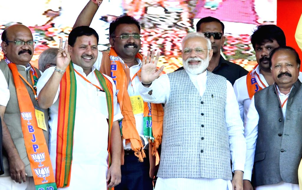 Prime Minister Narendra Modi waves to crowd during a public meeting in Karnataka's Kalaburagi, on March 6, 2019. - Narendra Modi