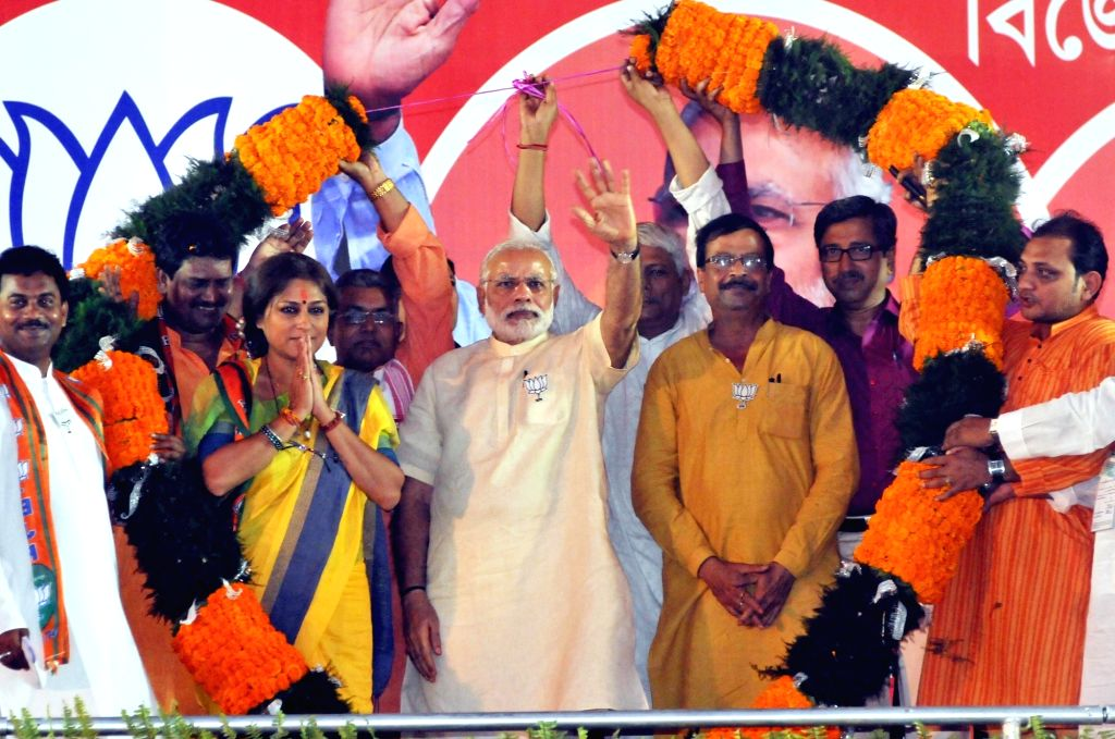 Prime Minister Narendra Modi with actress turned politician Roopa Ganguly in Howrah, on April 21, 2016. - Narendra Modi