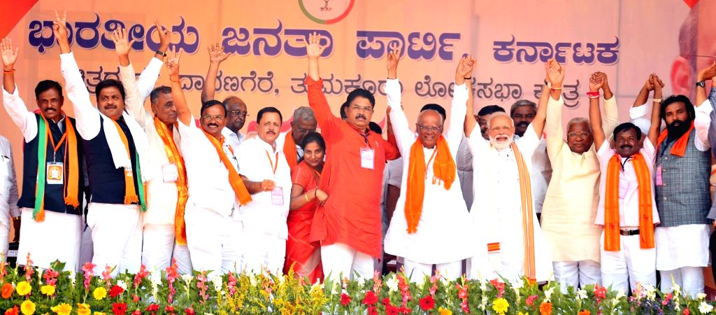 Prime Minister Narendra Modi with BJP leader R. Ashoka and other leaders of the party during a public rally in Karnataka's Chitradurga, on April 9, 2019. - Narendra Modi