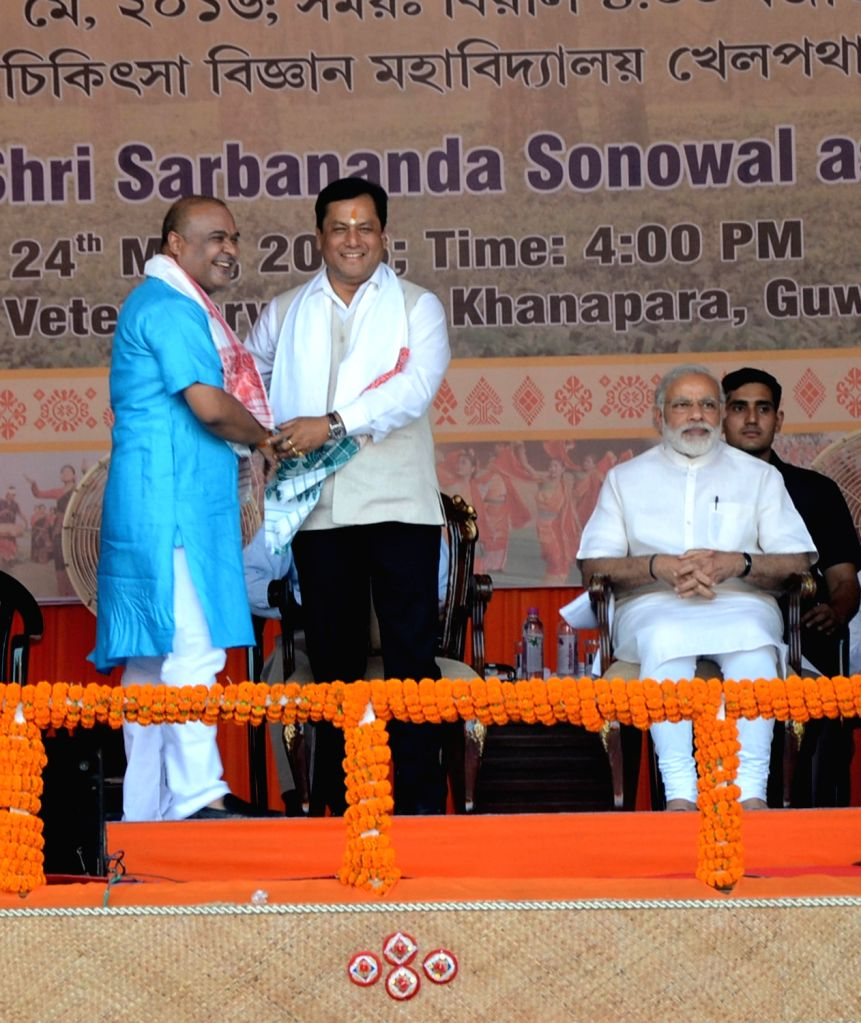 Prime Minister Narendra Modi with BJP leaders Sarbananda Sonowal and Himanta Biswa Sarma  during Sonowal's swearing-in ceremony as Assam Chief Minister in Guwahati, on May 24, 2016. - Narendra Modi